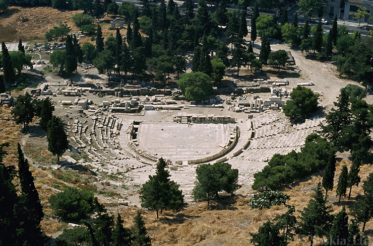 the history of theatre and plays in the greek theater The history of greek theater theater and drama in ancient greece took form in about 5th century bce, with the sopocles, the great writer of tragedy in his plays and those of the same genre, heroes and the ideals of life were depicted and glorified.
