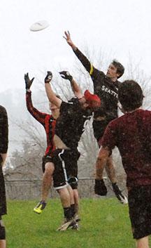 Alumni Frisbee Game