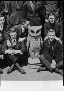 reedhisttxt-the-doyle-owl-with-house-f-students-1920.jpg