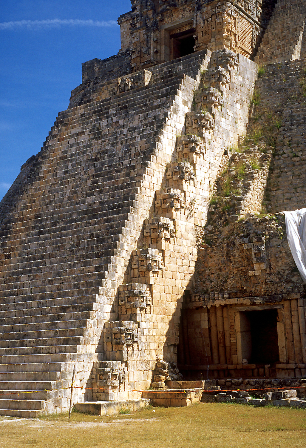 mayan architecture Free essay: mayan architecture & the city of tulum outline i intro ii the mayan civilization a mayan time periods b mayan territory c mayan.